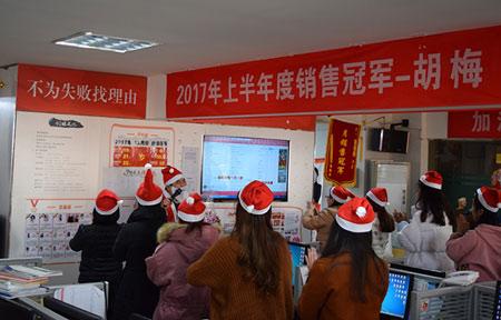 """短信公司哪家好?看这里-惊现""""大胖子圣诞老人"""",万商超信圣诞突袭送福利"""
